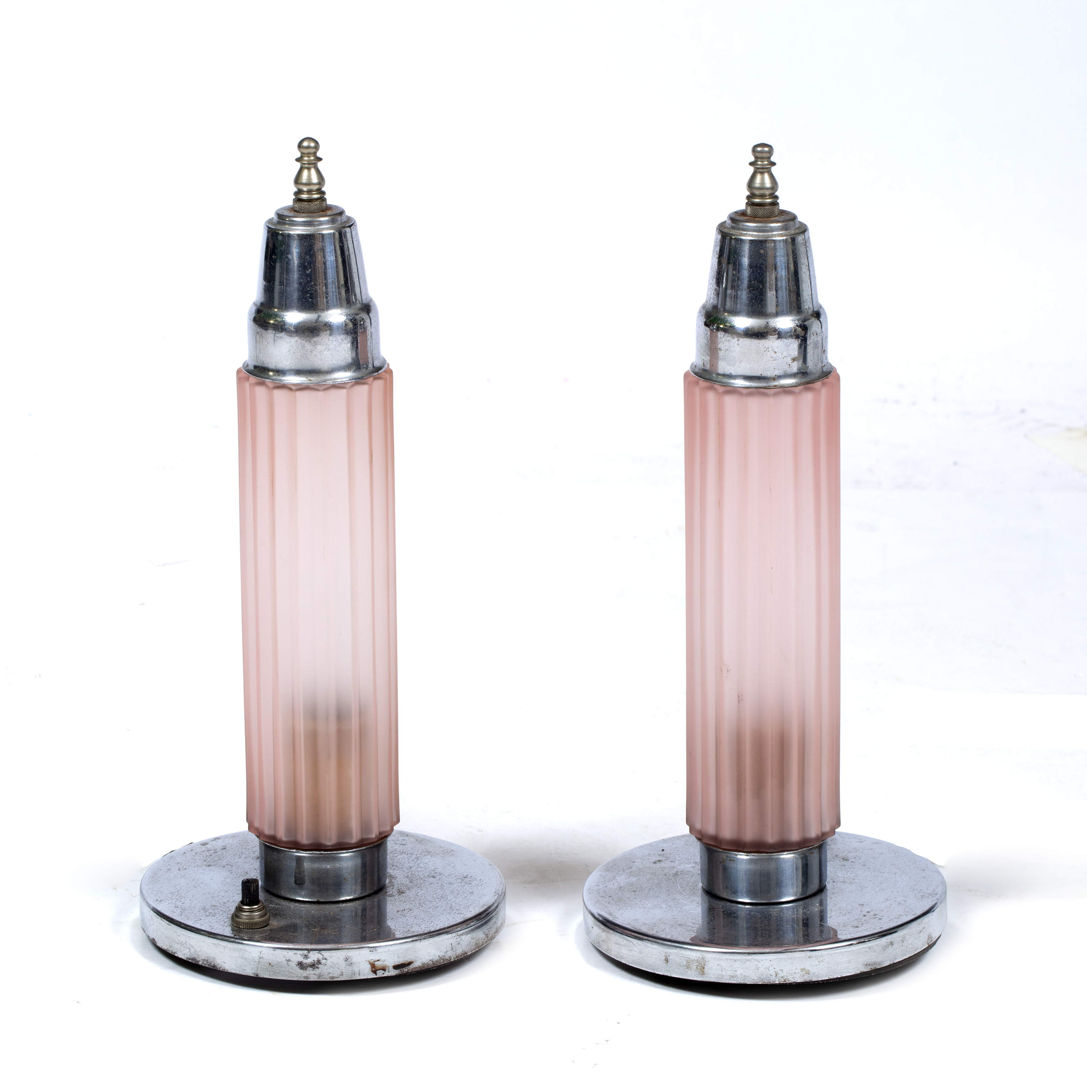 A PAIR OF ART DECO CHROME PLATED TABLE LAMPS Image